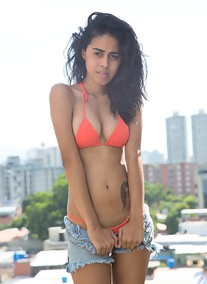 Horny Latina Girls Porn Pictures