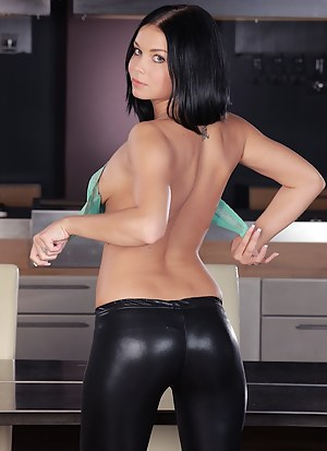 Horny Girls Leather Porn Pictures
