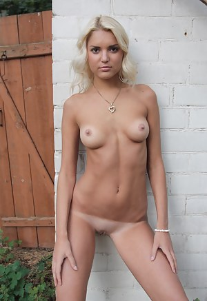 Horny Tanned Girls Porn Pictures