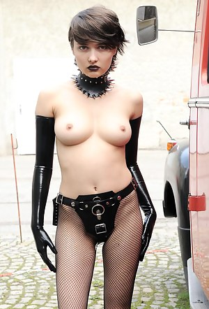 Horny Emo Girls Porn Pictures