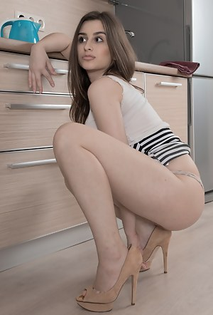 Horny Girls Housewife Porn Pictures
